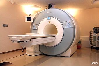磁気共鳴断層撮影装置の写真